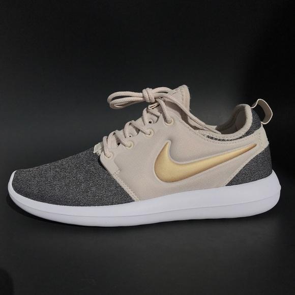 pretty nice 22a32 a1eea Nike Roshe Two Knit - Women's Sz 8 NWT